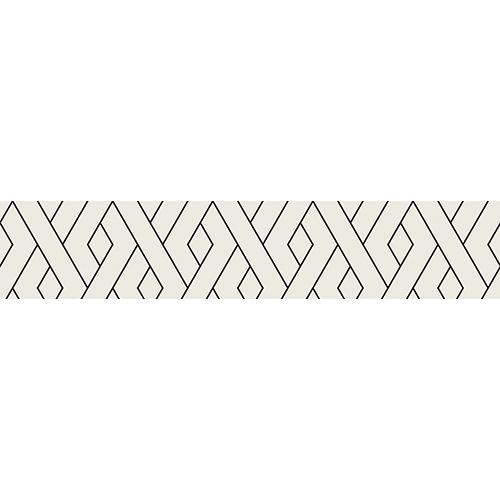 Escalier en bois noir dont les contremarches sont décorées avec des stickers autocollants formes géométriques blanches