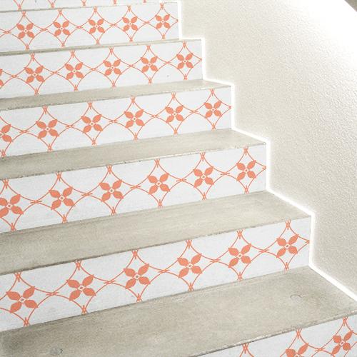 Stickers autocollants modèle céramique orange collé sur des escaliers en béton