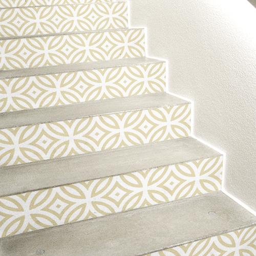 Stickers autocollants décoratifs motif carreaux de ciments doré sur escaliers en béton blanc