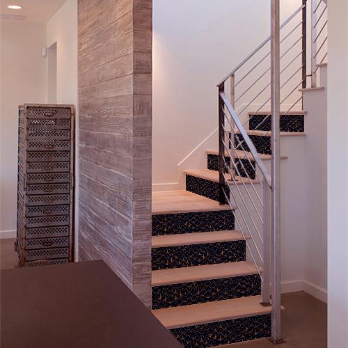 Escaliers modernes décorés avec plusieurs stickers autocollants motif écailles bleues et or