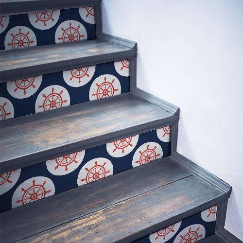 Stickers autocollants déco mosaïque de gouvernails rouges collés sur des escaliers en bois