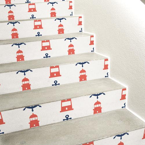 Escalier en béton blanc avec plusieurs stickers mosaïque de phares rouges collés dessus