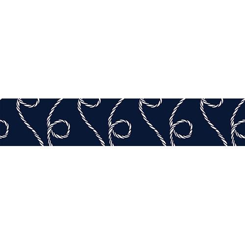 Contremarches d'escaliers en bois noir décorées avec des stickers déco représentant de la corde blanche sur fond bleu