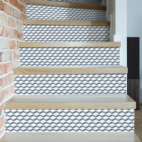 Rénovation d'escaliers avec contremarches adhésive chevrons 3D