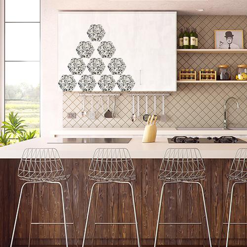 Personnalisation des portes de placards de cuisine avec des hexagones adhésifs terrazzo
