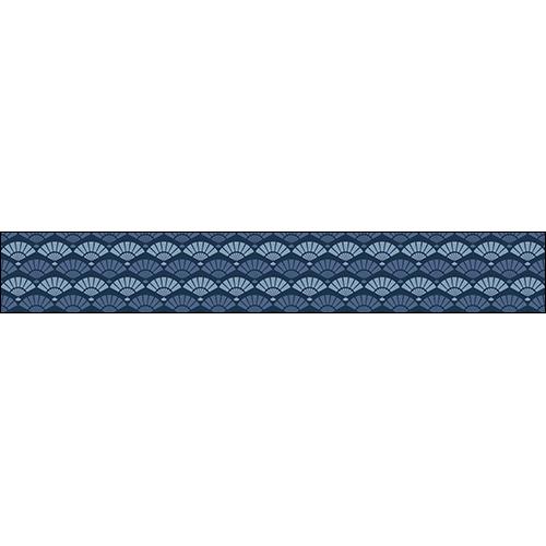 Sublimez votre déco marine dans les escaliers grâce aux contremarches adhésives écailles sirène représentant des coquillages en quinconce et en camaïeu de bleus.