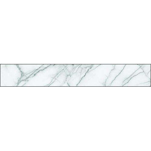 Le mélange des matière est parfait pour suivre la tendance déco, les contremarches d'escalier adhésive effet marbre blanc et les marche en bois se marient parfaitement.