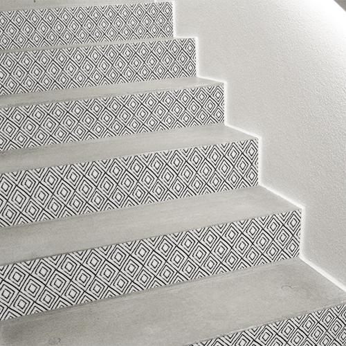 Sticker contremarche d'escalier losanges noir et blanc ethniques