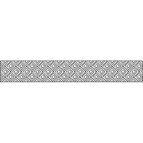 Escalier en béton personnalisé avec une contremarches d'escalier ethnique aux losanges noir et blanc.