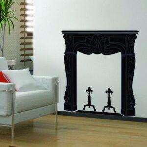 Salon lumineux avec fausse cheminée adhésive noire.