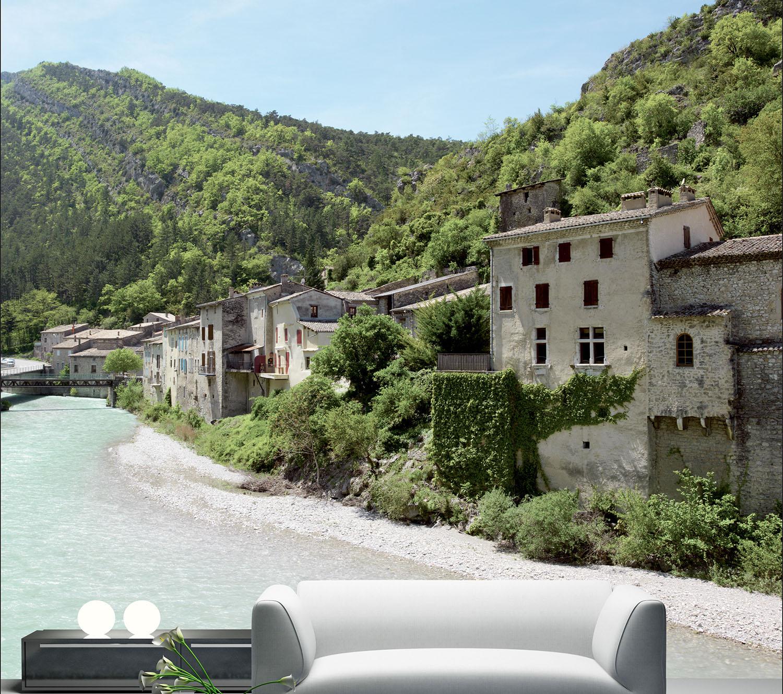 Visuel mural décoratif à coller, maisons de pierre au bord de la rivière, village de vacances en montagne