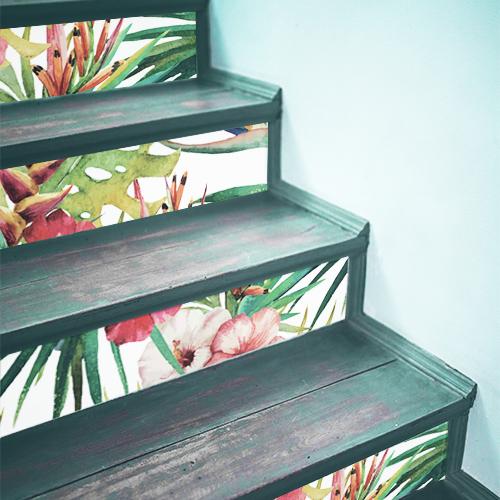 Contremarches en bois ornées de stickers fleurs sauvages de la jungle moderne