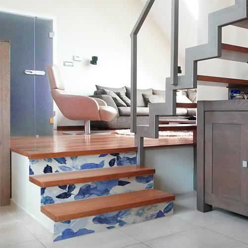 Contremarches adhésives pour escalier motif petit carré noir et blanc ethnique.