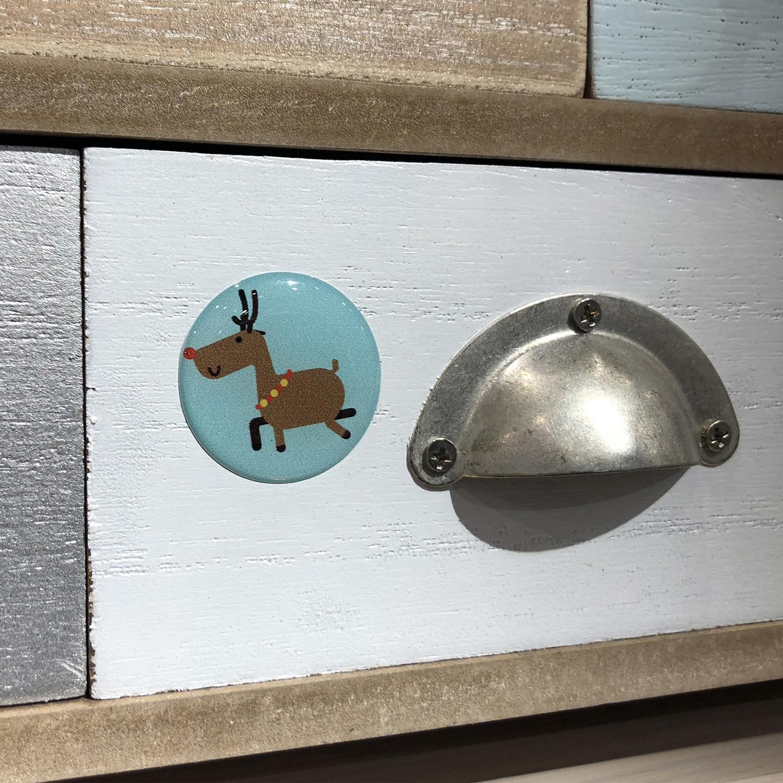 Pastille 3D renne collée sur un tiroir