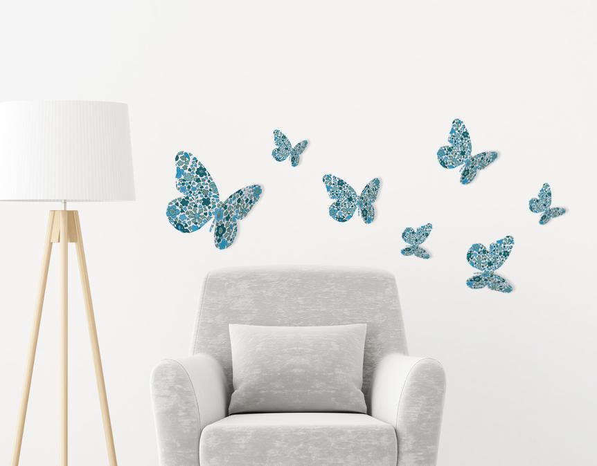 Vol de papillons bleus 3D collés au dessus d'un fauteuil blanc