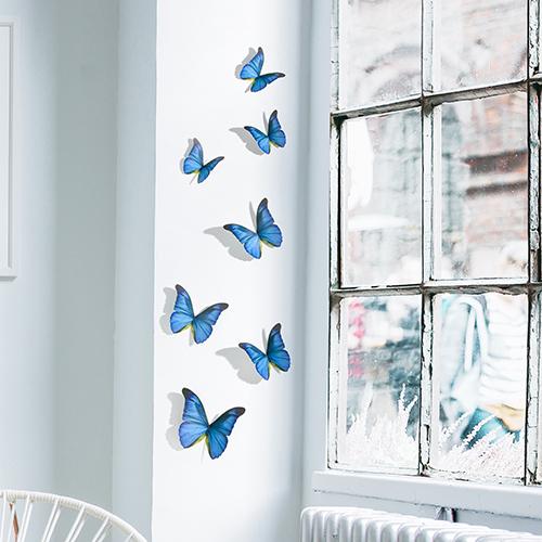 Sticker autocollant Papillons bleu cobalt sur un rebord de fenêtre