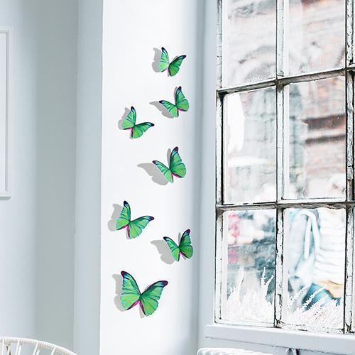 Sticker adhésif Papillons verts décoration sur un mur blanc à côté d'une fenêtre
