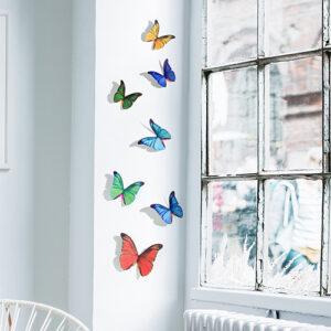 Sticker autocollant représentant des papillons multicolores sur un rebord de fenêtre