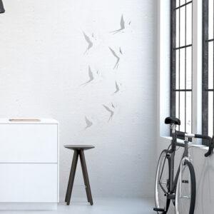 Sticker autocollant Hirondelles blanches sur un mur blanc à côté d'une fenêtre