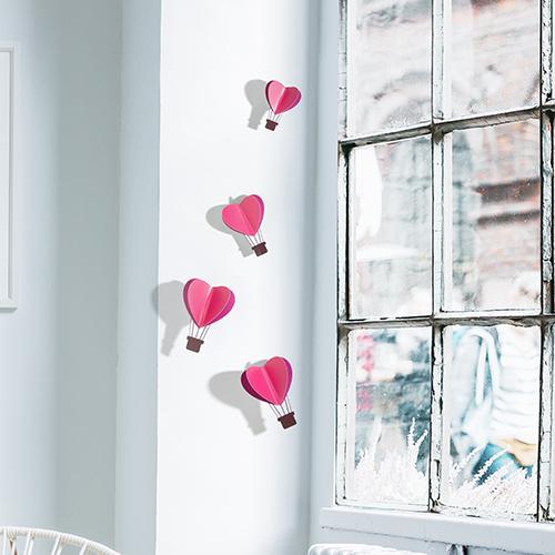 déco relief montgolfières coeurs roses