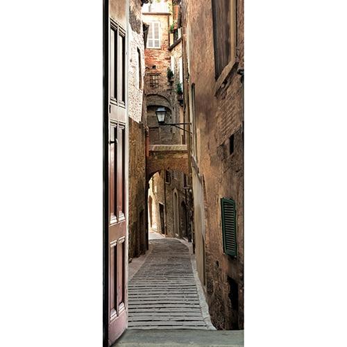 Sticker adhésif décoration porte Rue Piétonne Italie dans le centre historique de la ville avec une rue pavée