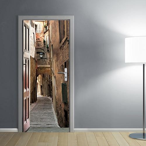 adhésif sticker pour porte Rue Piétonne Italie dans un salon moderne avec des murs gris clair éclairé