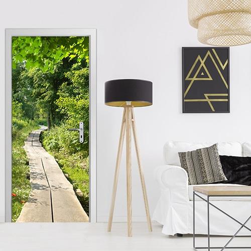sticker de porte trompe l'oeil d'un Chemin de Forêt dans une ambiance moderne bois fer couleur dorée design