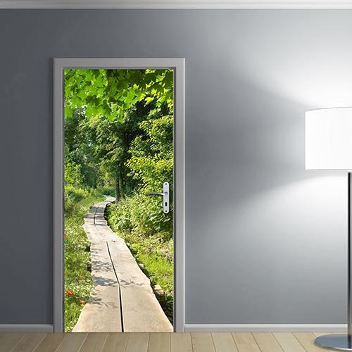 Pour éclaircie une pièce sombre laissez entrer la verdure avec le sticker adhésif chemin en bois dans la forêt