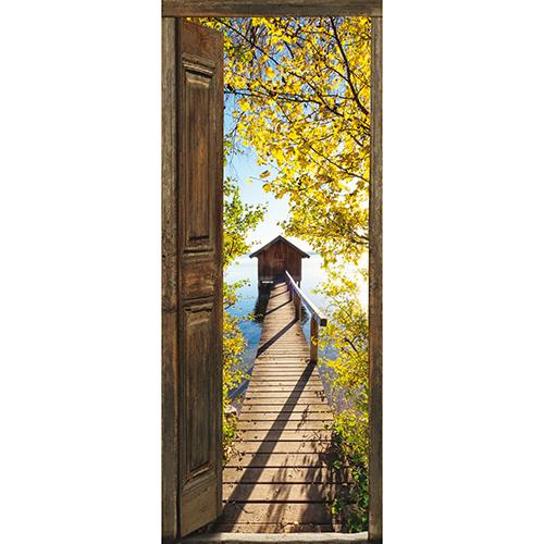 Sticker porte adhésif collable en trompe l'oeil pour voguer vers de nouveaux horizons au bord d'un lac bleu et entouré d'arbre dont les feuilles sont jaunies par l'automne