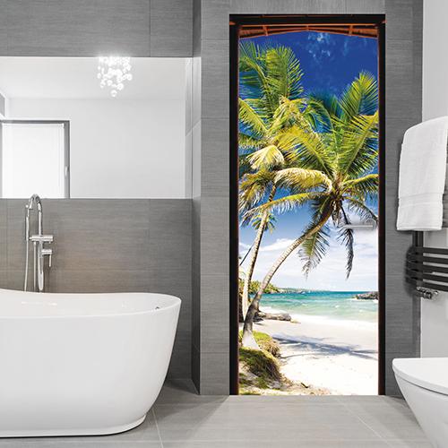 Dans une salle de bain moderne avec un baignoire design, offrez vous la vue sur mer pour créer un paradis