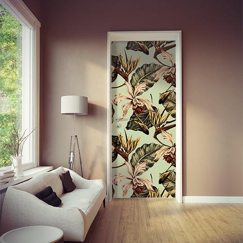 Maison moderne et élégante avec une porte décorée par des motifs floraux