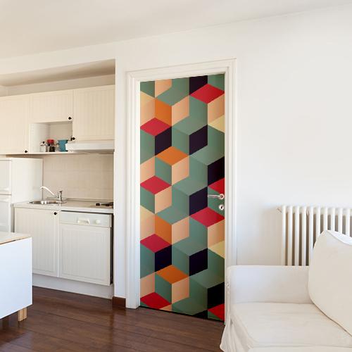 Maison avec une déco originale dont un sticker autocollant cubes 3D multicolores collé sur la porte