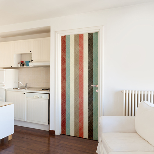 Porte d'entrée d'une maison décorée par un sticker autocollant décoratif modèle bandes colorées