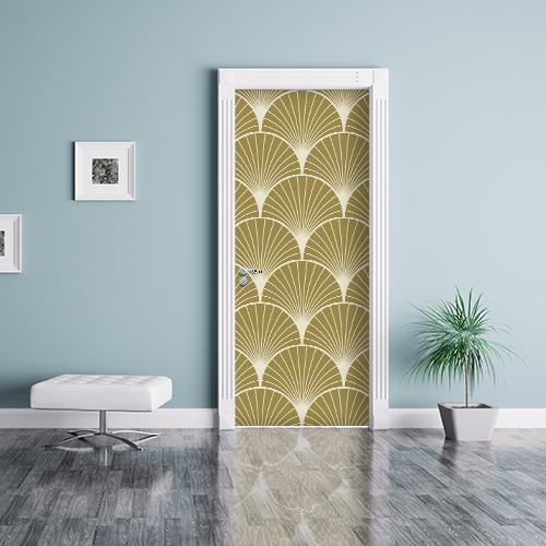 Sticker autocollant éventail dorés asiatique mettant en avant le mur bleu qui entoure la porte