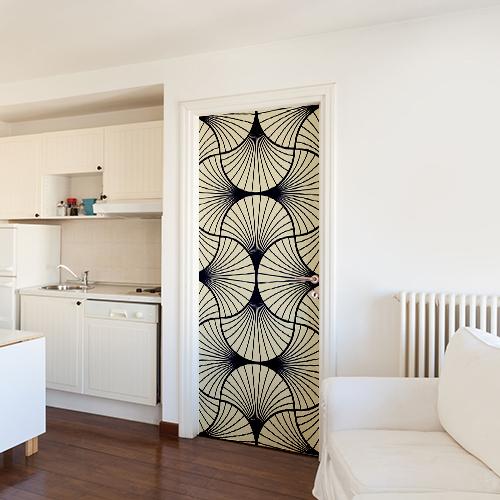 Petit studio moderne dont la porte d'entrée est ornée d'un sticker éventails Asie pour porte