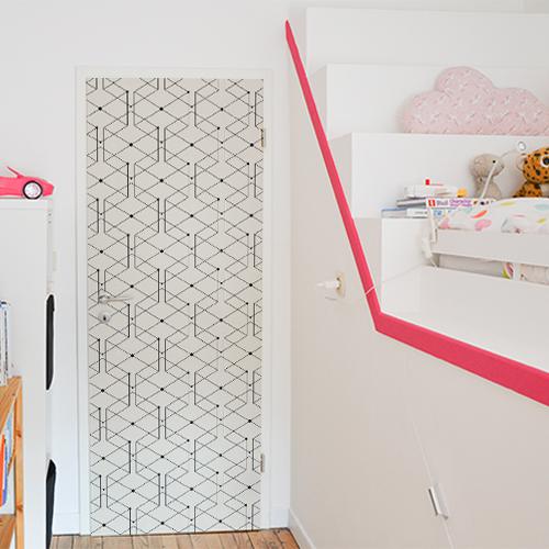 Sticker autocollant adhésif modèle géométrique collé sur la porte d'une chambre pour enfant