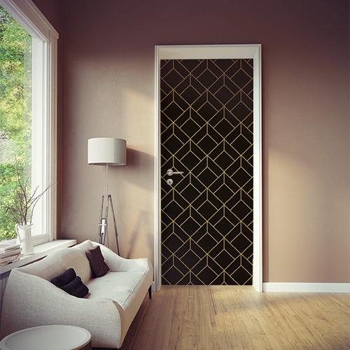 Pièce à vivre moderne dont la porte est orné d'un sticker noir et or cubes en 3D