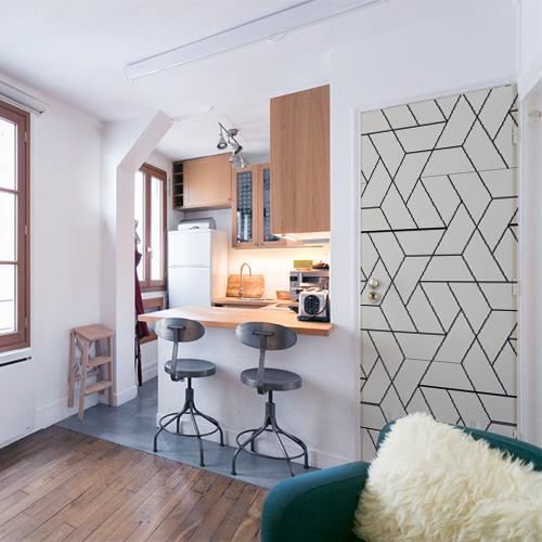 Petit studio moderne avec un sticker autocollant formes géométriques collé sur la porte
