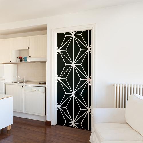 Salle à manger blanche avec un sticker déco diamant noir collé sur la porte