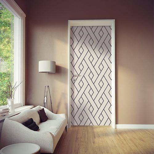 Sticker adhésif modèle géométrique noir et blanc collé sur la porte d'une pièce à vivre moderne et élégante