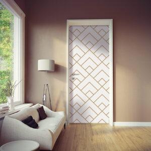 Pièce à vivre moderne dont la porte est ornée d'un sticker autocollant pyramide or et blanches
