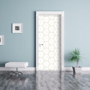 Sticker autocollant modèle cubes en 3D blancs et or collé sur une porte entourée d'un mur bleu