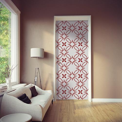 Pièce à vivre moderne et originale avec un sticker autocollant imitation céramique blanc et rouge sur la porte