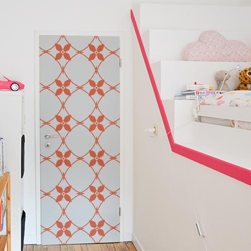 Sticker autocollant céramique blanc et orange collé sur la porte d'une chambre pour enfants