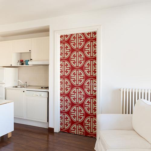 Studio très grand blanc décoré avec un sticker adhésif motif asiatique blanc sur rouge collé sur la porte