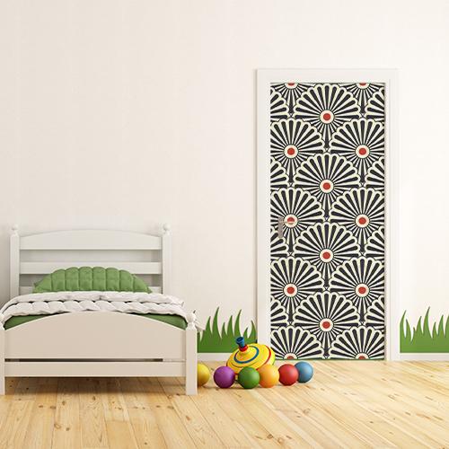 Chambre d'enfant avec un sticker autocollant déco éventail rouge, blanc et noir collé sur la porte