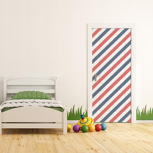 Porte de chambre d'enfant décorée avec un sticker bleu blanc rouge
