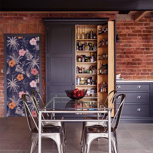 studio moderne ambiance usine métal bois avec sticker adhésif collableplantes tropicales collé sur la porte