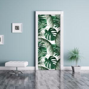salle de séjour avec sticker motif urban jungle collé sur la porte