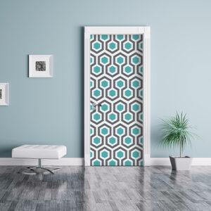 salle de séjour avec porte personnalisée par un adhésif déco de portes et placards au motif art déco nid d'abeille bleu canard et gris.